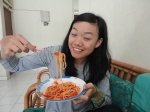Elika sampai merem-melek menikmati spaghetti Cheff Eva